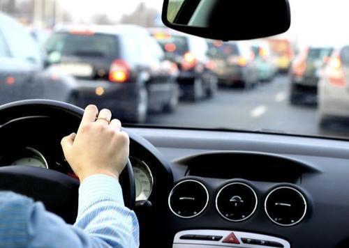 """公众号文章代写:《车在""""囧途"""",近视眼开车的危害竟然有这么大》"""